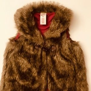 Girls medium faux fur vest